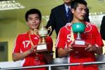 图文-[回归杯]中国联队2-0明星联队双雄领纪念奖杯