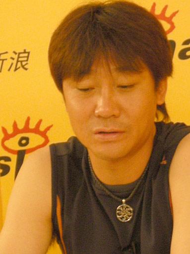 图文-高峰做客新浪畅聊亚洲杯诉说当年国脚生涯