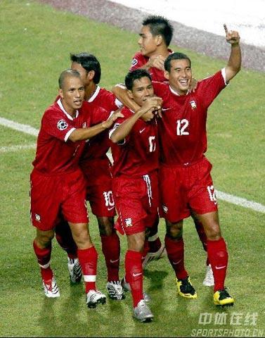 图文-[亚洲杯]泰国VS伊拉克享受亚洲杯第一球喜悦