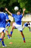 图文-[亚洲杯]乌兹别克备战首战轻松胸部停球