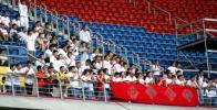 图文-中马之战球迷为国足助阵中国球迷提前入场