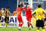 图文-[亚洲杯]中国VS马来西亚邵佳一与队友击掌相庆