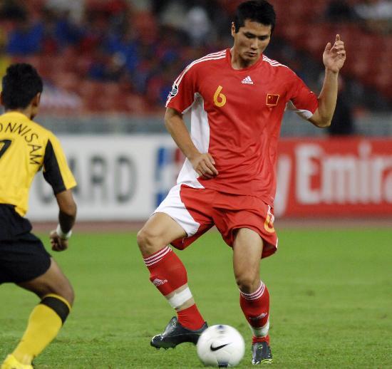 图文-[亚洲杯]中国队5-1马来西亚邵佳一带球狂奔
