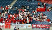 图文-中国球迷助阵中伊战提前进场静候开战