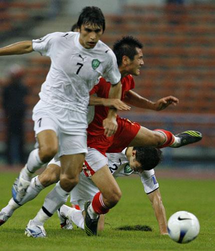图文-[亚洲杯]中国队0-3乌兹别克邵佳一体力不支