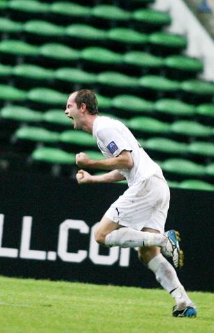 图文-国足0-3负乌兹别克遭淘汰盖因里希庆祝第三球