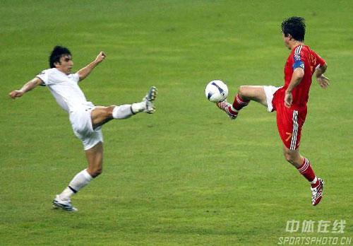 图文-[亚洲杯]中国队0-3乌兹别克孙继海大脚解围