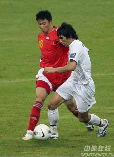 图文-[亚洲杯]中国队0-3乌兹别克海滨脚步灵活