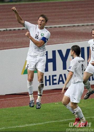 图文-[亚洲杯]中国队0-3乌兹别克沙茨基赫庆祝进球