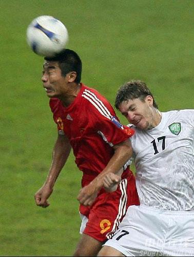 图文-[亚洲杯]中国队0-3乌兹别克韩鹏明显体力不支