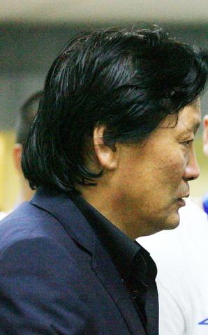 图文-国足亚洲杯小组赛黯然出局朱广沪面无表情