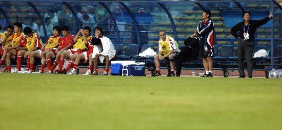 图文-中国队失利告别亚洲杯中国队替补席陷入沉寂