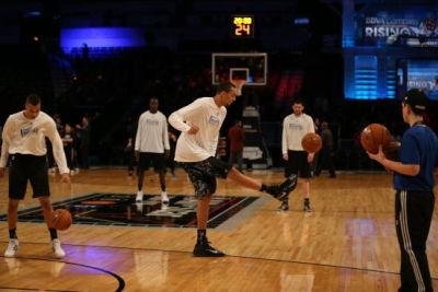颠球热身国际队小伙玩出花 NBA的C罗梅西(gif)