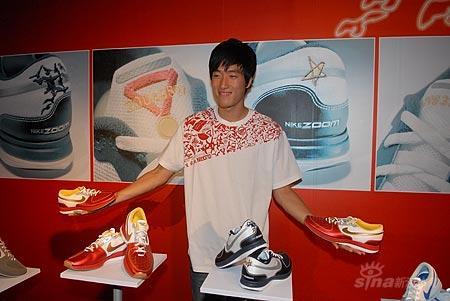 解密刘翔的DNA符号直击刘翔新款跑鞋发布会现场
