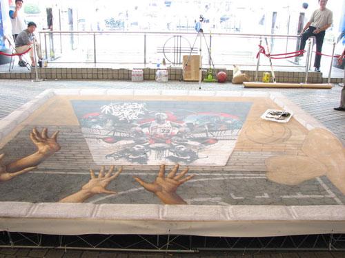 图文-3d粉笔画大师闹市作画 激发街头篮球运动热情