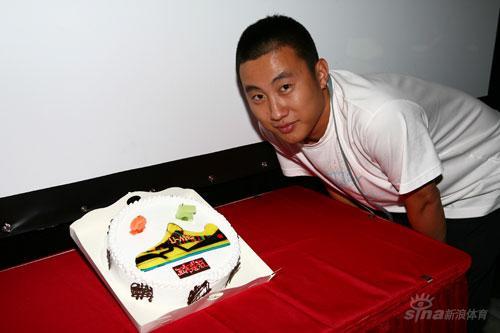 """图片-我为鞋狂第三届大型聚会""""家宴""""蛋糕不错"""