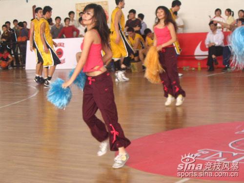 图文-NIKE中国高中篮球联赛全国总决赛热舞表演4