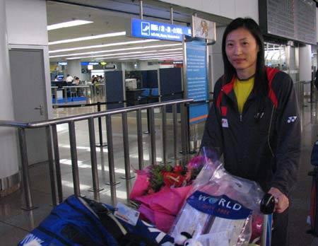 图文-中国羽毛球队载誉回京一姐张宁大气十足