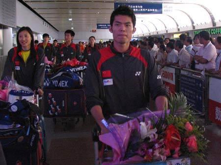 图文-中国羽毛球队载誉回京林丹归来意犹未尽