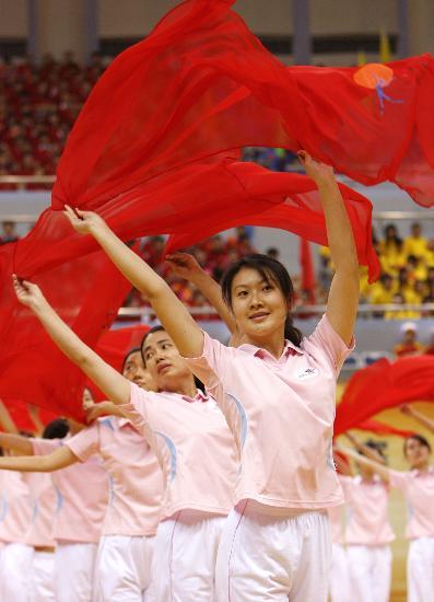 图文-全国职工乒乓球赛在沪开幕特别的《彩巾操》