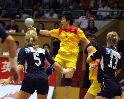 手球精英赛中国险胜挪威王莎莎飞身妙传