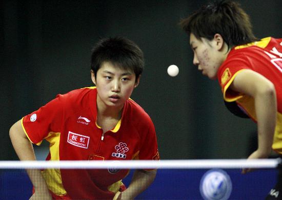 图文-国际乒联日本公开赛24日赛况默契的女双配合