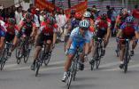 图文-西宁举办环湖赛热身赛男子城市公路绕圈赛