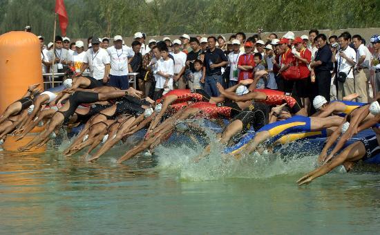 当日,2007年全国铁人三项锦标赛在河南省商丘市睢县北湖风景区的铁人