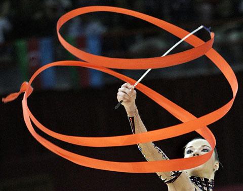 图文-艺术体操欧锦赛尽显柔美阿选手舞出一片天
