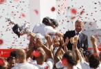 图文-瑞士阿灵基队夺得美洲杯冠军分享胜利喜悦