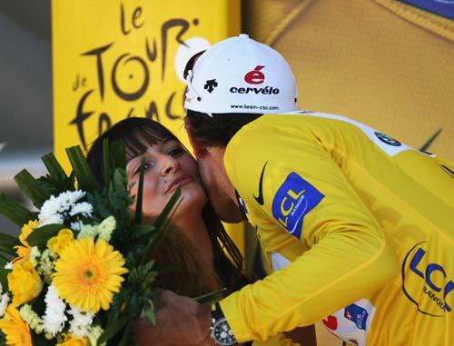 图文-2007环法大赛第六赛段赛况亲吻只是礼节性的