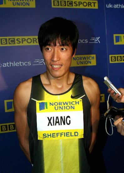 图文-刘翔英国田径大奖赛夺冠赛后接受采访