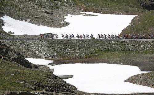 图文-环法第九赛段索勒夺冠高山地区还有积雪