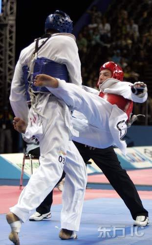 图文-泛美运动会17日精彩赛况用双腿夹住对方