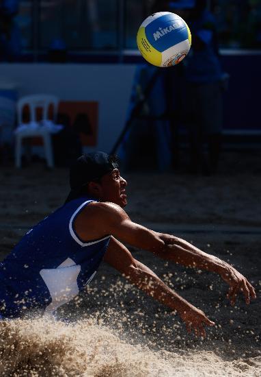 图文-泛美运动会17日比赛精彩溅起一片沙尘