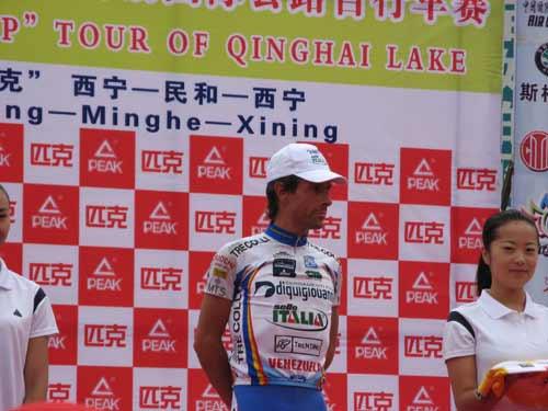 图文-环湖赛第六赛段赛况加百利准备登场领奖