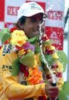 图文-环青海湖自行车赛第六赛段赛况选手庆祝胜利