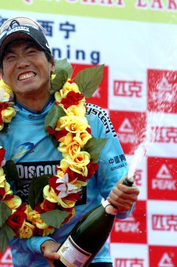 图文-环青海湖自行车赛第六赛段赛况选手激动万分