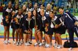 图文-泛美运动会古巴女排夺冠美国女排登上领奖台