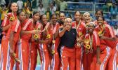 图文-泛美运动会古巴女排夺冠全队合影真情流露