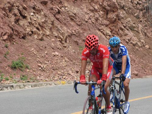 图文-环湖赛第八赛段赛况对于耐力是巨大的考验