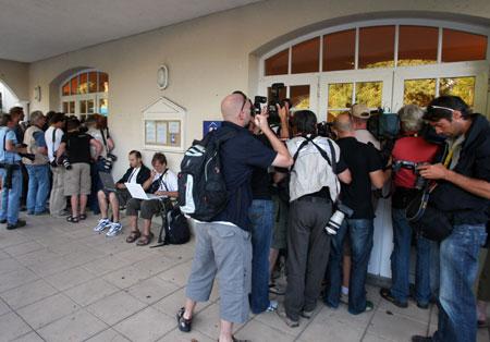 图文-维诺库罗夫药检呈阳性记者赌在酒店门口
