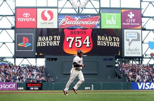 图文-邦兹轰出第754支本垒打第754支本垒打诞生后