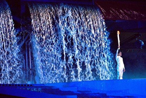 图文-2000年悉尼奥运会点火仪式弗里曼