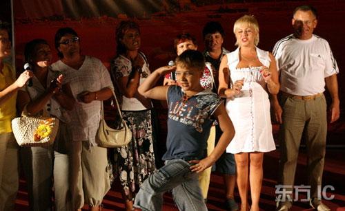 图文-秦皇岛与奥运同行表演俄罗斯小子也来凑热闹