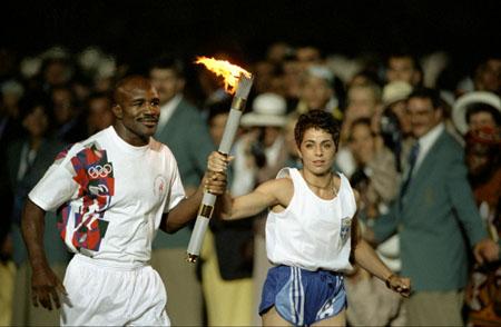 图文-1996年亚特兰大奥运会点火仪式霍利菲尔德