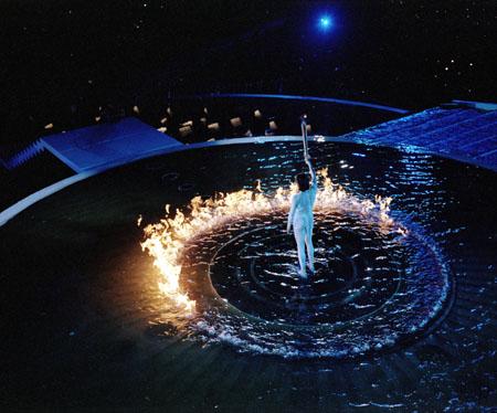 图文-2000年悉尼奥运会点火仪式水中点燃圣火