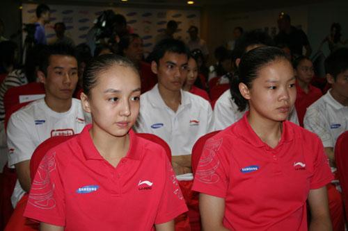 图文-体操队出征世锦赛新闻发布会程菲和庞盼盼
