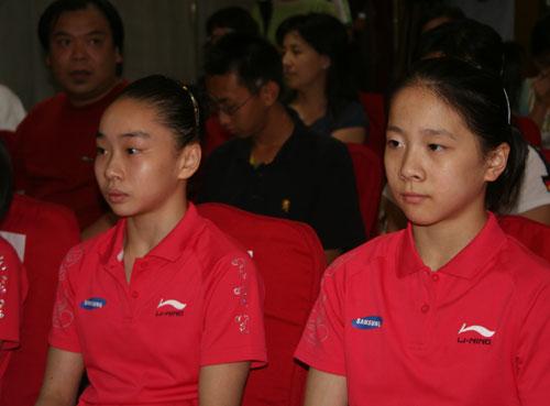 图文-体操队出征世锦赛新闻发布会何宁和李珊珊