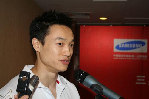 图文-体操队出征世锦赛新闻发布会全能王杨威发言